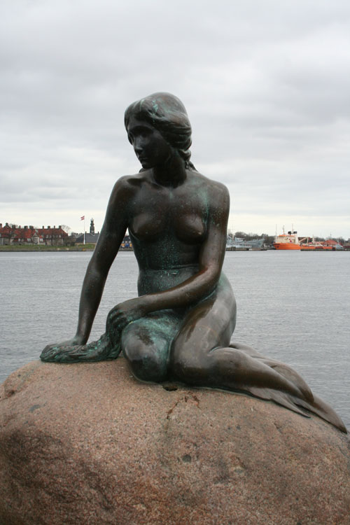 The town's landmark: The Little Mermaid statue